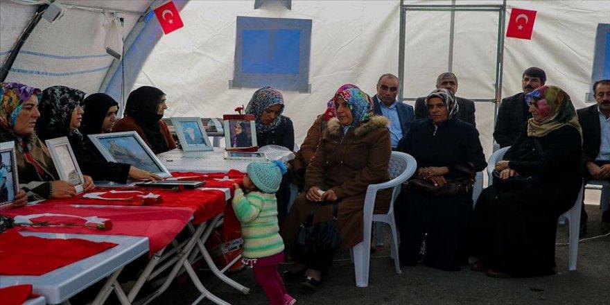 Şehit yakınları ve gazilerden Diyarbakır annelerine destek ziyareti