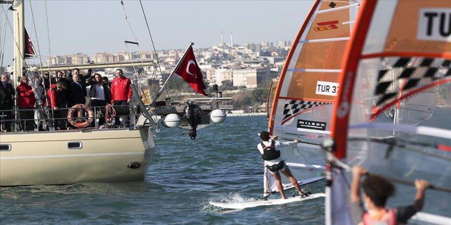 Bakan Kasapoğlu yelken yarışlarının startını verdi