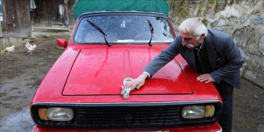 Anadol marka aracına 40 yıldır gözü gibi bakıyor