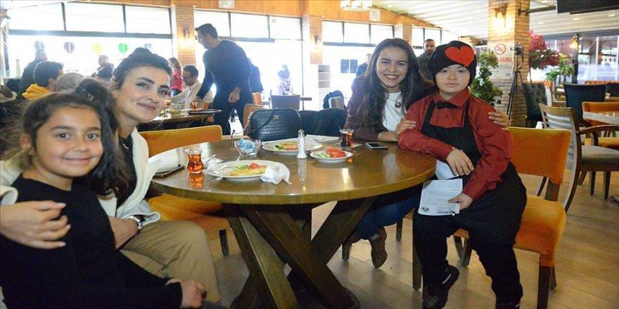 Iğdır'da özel öğrenciler farkındalık oluşturmak amacıyla kafe işletti