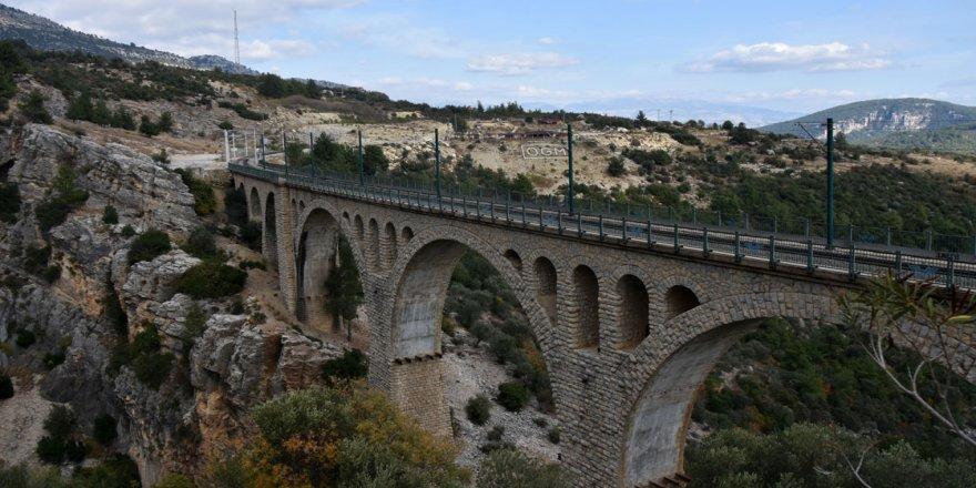 'James Bond'un düştüğü köprü'nün ışıklandırması bir ayda tamamlanacak