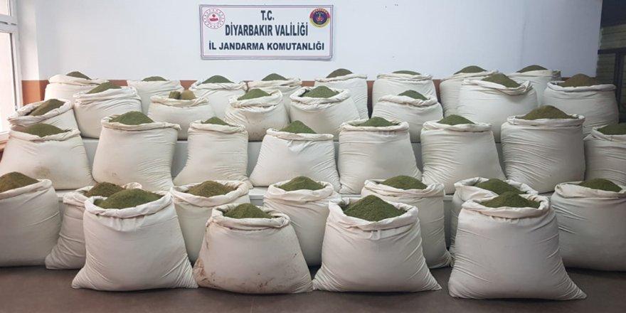 Diyarbakır'da terör operasyonunda 1 ton 36 kilogram esrar ele geçirildi