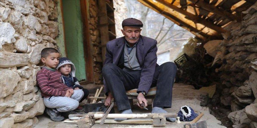 Bahçesaray'ın satranç taşı ustası Ali Yaba