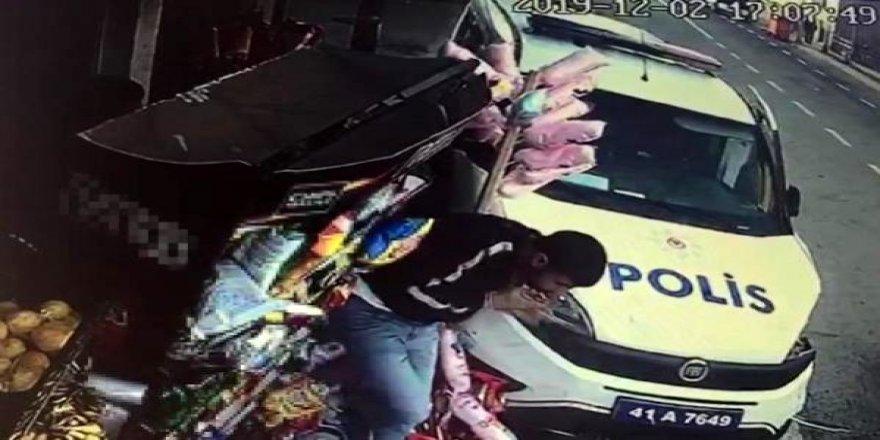 Kontrolsüzdönüş yaparak polis aracına çarptı