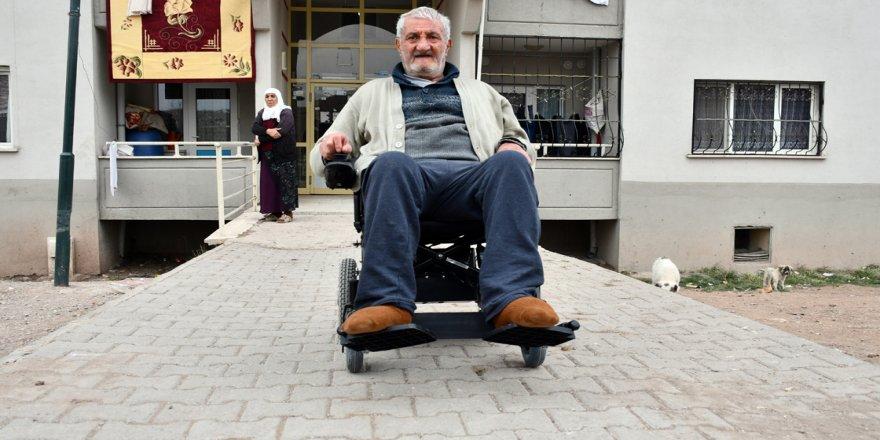 Selçuk dede akülü sandalye desteğiyle dört duvar arasından kurtuldu