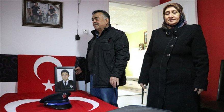 Terör saldırısında şehit düşen polis oğullarının hatıralarıyla yaşıyorlar