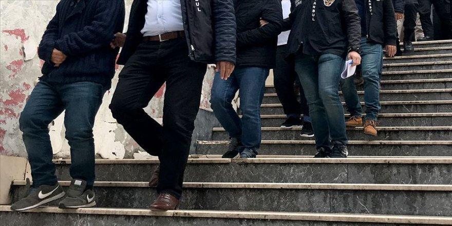 İstanbul merkezli 7 ildeki FETÖ'ye yönelik operasyonda 8 kişi tutuklandı