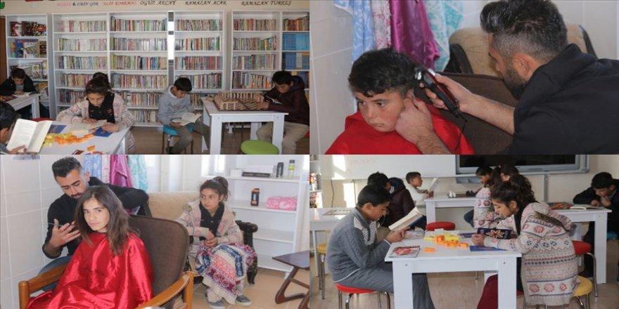 'Berber öğretmen' öğrencileri için hafta sonu da mesai yapıyor