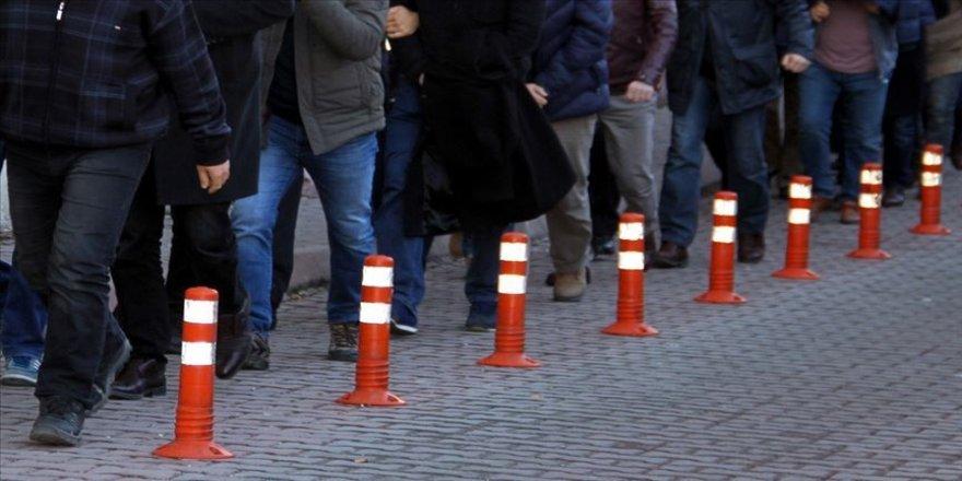 İzmir'de FETÖ'den aranan 55 kişi asayiş uygulamasında yakalandı