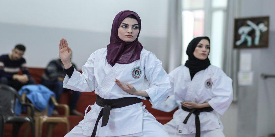 Gazze'nin karatecilerin hayali Filistin'i uluslararası müsabakalarda temsil
