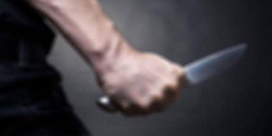 Dehşet: Bir kadını öldürdü, bir erkeği ağır yaraladı!