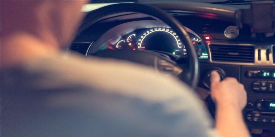 Sigara içen telefonla konuşan sürücü yapay zekayla tespit edilecek
