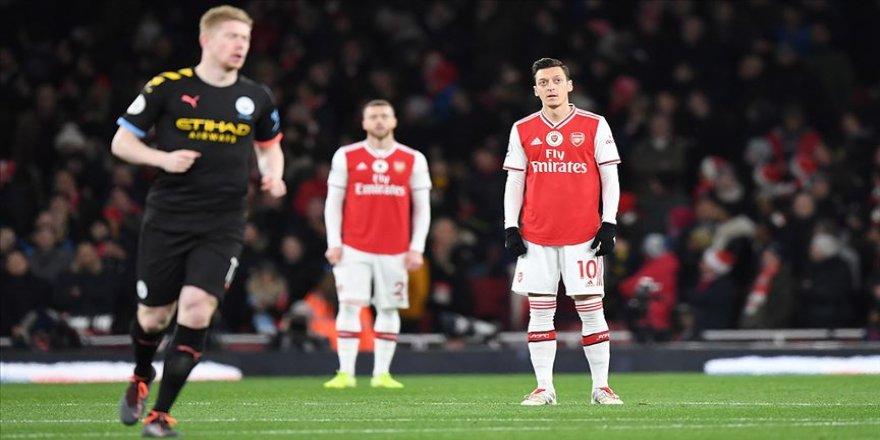 Çin televizyonu Mesut Özil'in Uygur tepkisi sonrası Arsenal'in maçını yayından kaldırdı