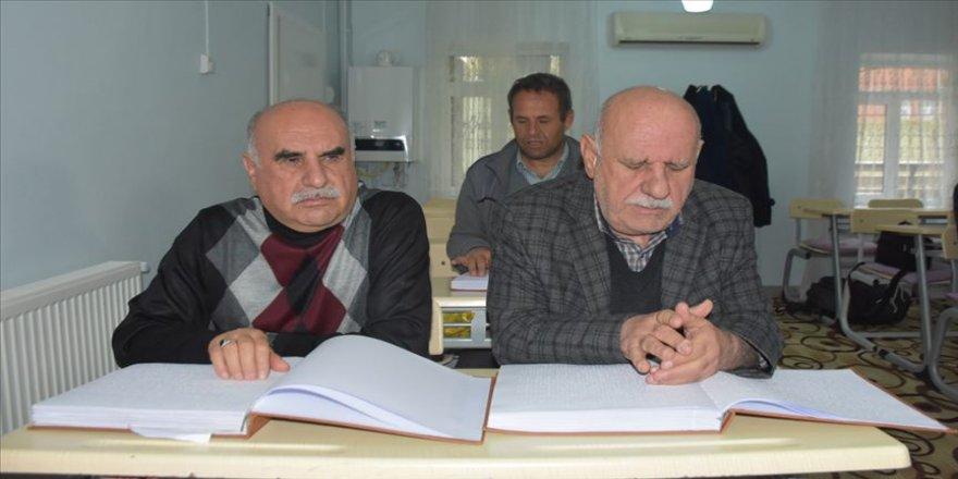 Adıyaman'da görme engelli kardeşler 60'ından sonra Kur'an-ı Kerim öğrendi