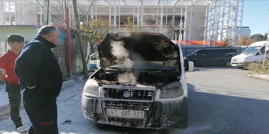 Gebze'de araç yangını