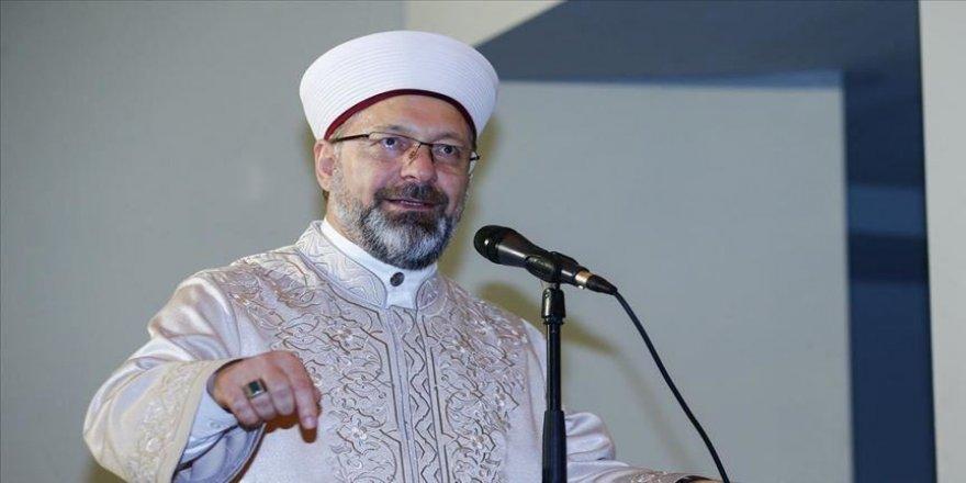 Diyanet İşleri Başkanı Erbaş'tan 'camide tabure ve sandalye' açıklaması
