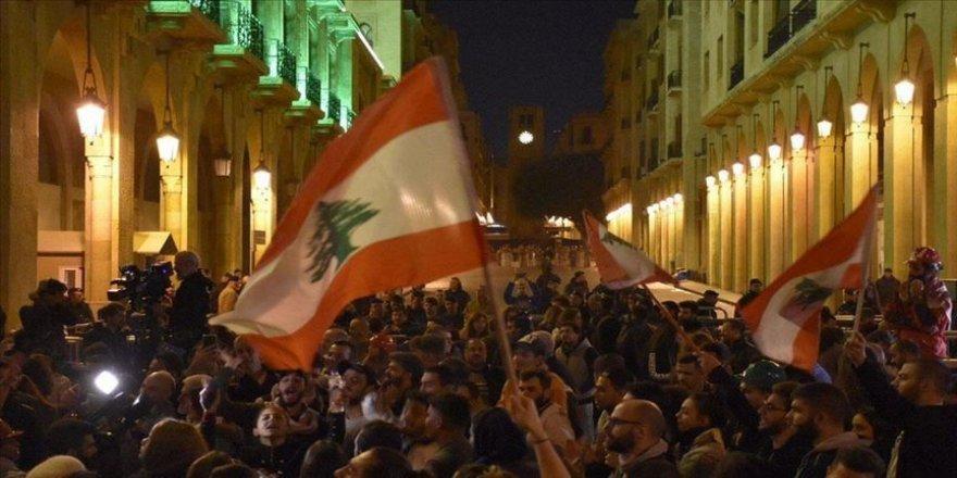 Lübnan'da 2019 hükümet karşıtı gösterilerle geçti