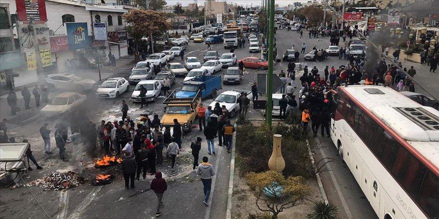 İran'da benzin zammı protestoları 2019'a damga vurdu
