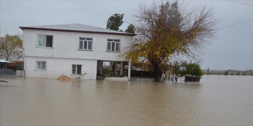 Bakanlıktan Adana'da selden etkilenenlere destek