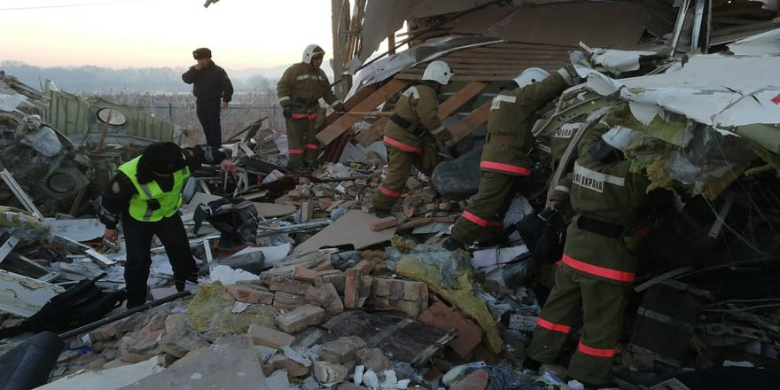 Kazakistan'da yolcu uçağı düştü: 9 ölü, 9 yaralı