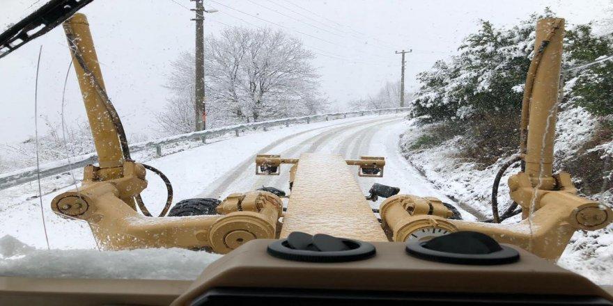 Kocaeli Büyükşehir ekipleri karla mücadele ediyor
