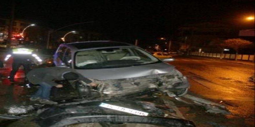 Darıcada trafik kazası ! Araçlar hurdaya döndü