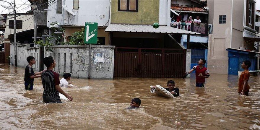 Endonezya'daki selde ölü sayısı 53'e yükseldi
