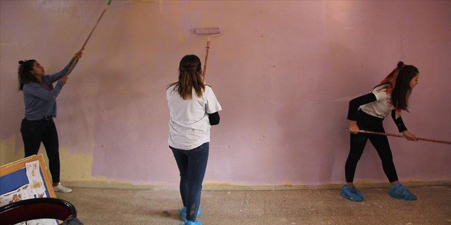 Üniversiteli gönülllüler Suriye sınırındaki öğrenciler için seferber oldu