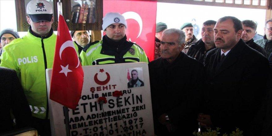 Şehit polis Fethi Sekin kabri başında anıldı