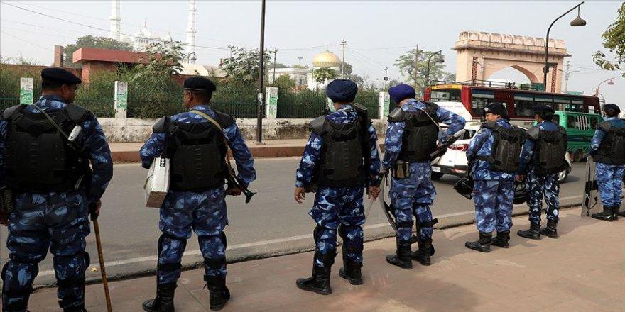 Hindistan'da protestolar sırasında medreseye giren polislerin şiddet uyguladığı iddia edildi