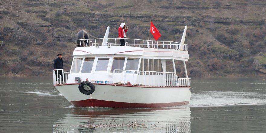 Denizi olmayan kentte 'tekne turu' keyfi