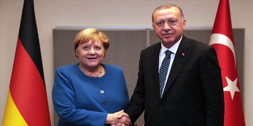 Erdoğan ile Merkel ABD-İran gerginliği ve Libya'yı görüştü