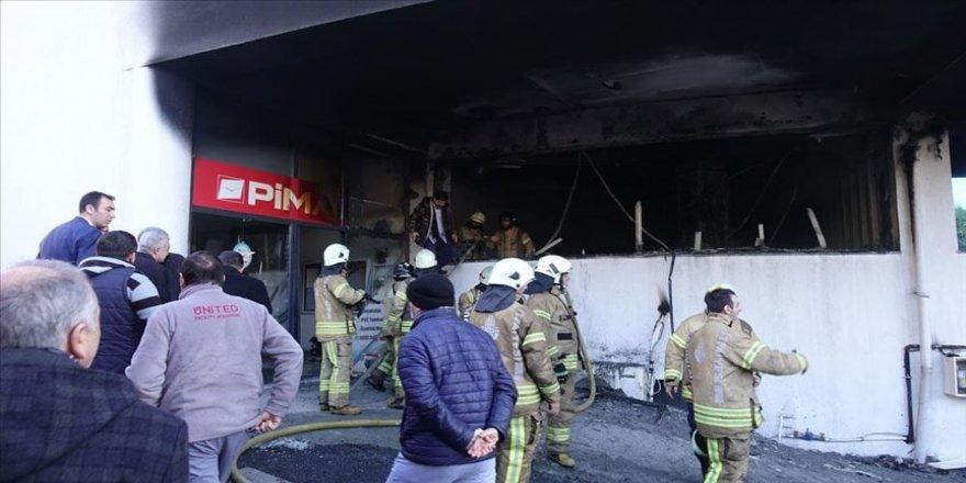 Başakşehir'de iş yeri yangını nedeniyle yanındaki okul tahliye edildi