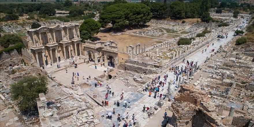 Efes Antik Kenti 2 milyon ziyaretçiye yaklaştı