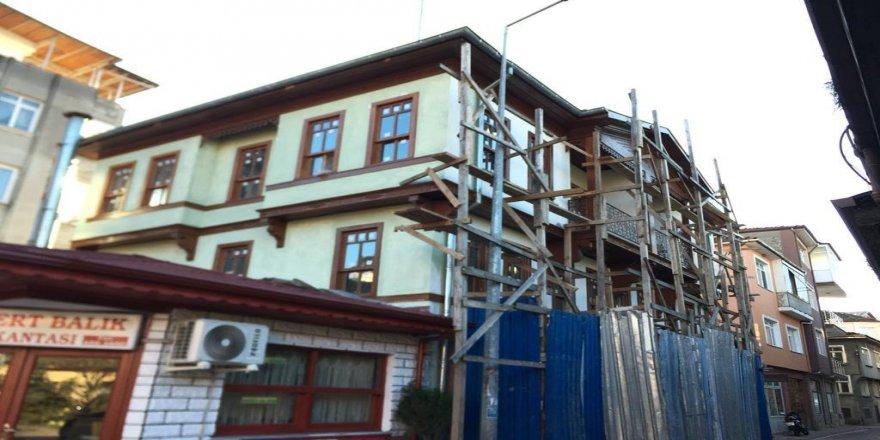Yeşilçam filmlerine de konu olan evler süsleniyor