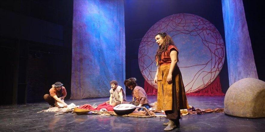 'Bir Nefes Dede Korkut' oyunu Üsküdar'da gala yaptı