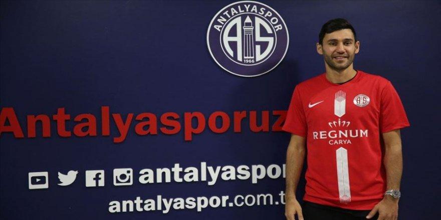 Antalyaspor Veysel Sarı'yı transfer etti