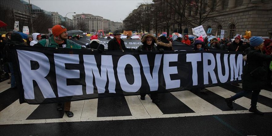 ABD'de Trump karşıtı binlerce kadın yürüdü