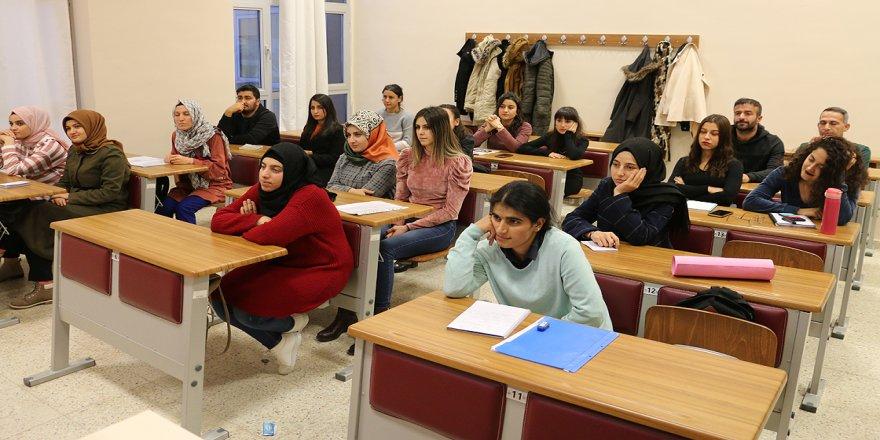 Ders saati ve akademisyenleri öğrenciler belirliyor