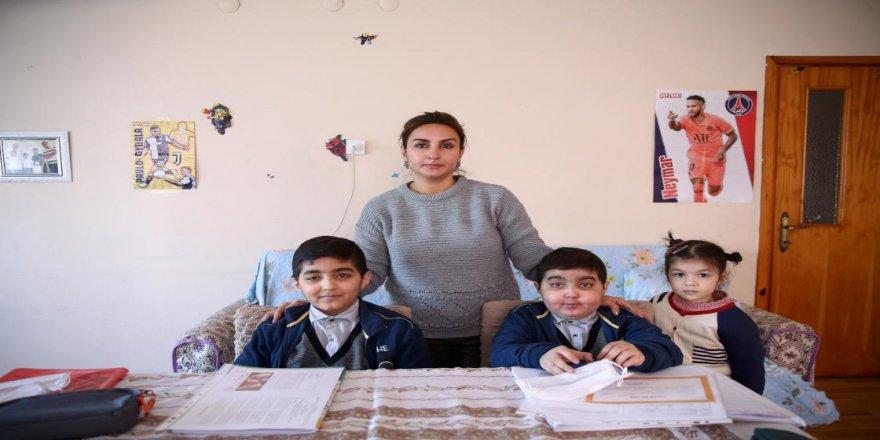 Talasemi hastası Azerbaycanlı ikizlere öğretmenlerinden 'yürekten' dokunuş