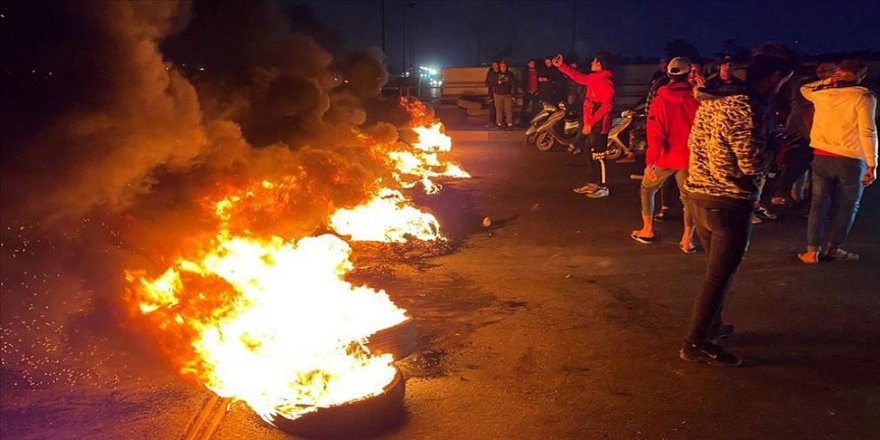 Irak'ta göstericiler yolları trafiğe kapatmaya devam ediyor