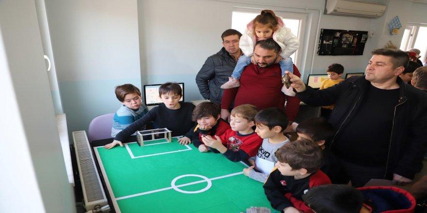 Yeni nesil gençler robotik kodlama öğreniyor