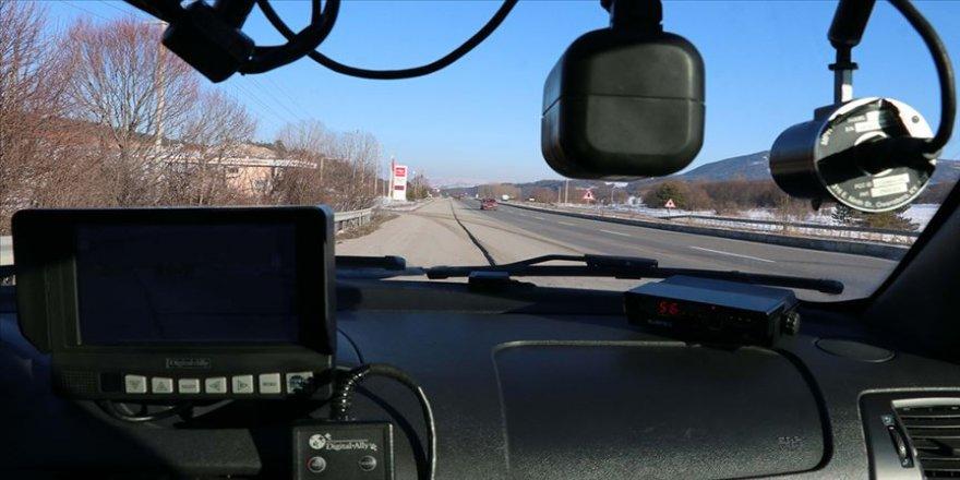 'Geçiş güzergahı'nda hız yapan sürücüler radara takıldı