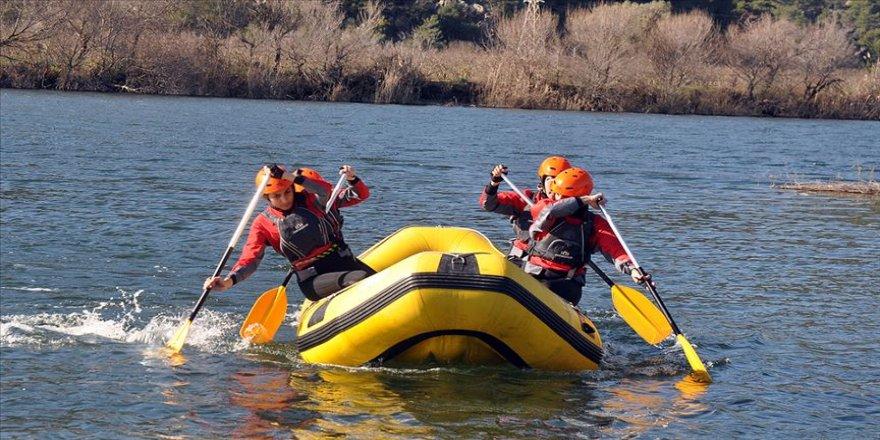 Milli raftingciler 'zirveyi' kaptırmamak için çalışıyor