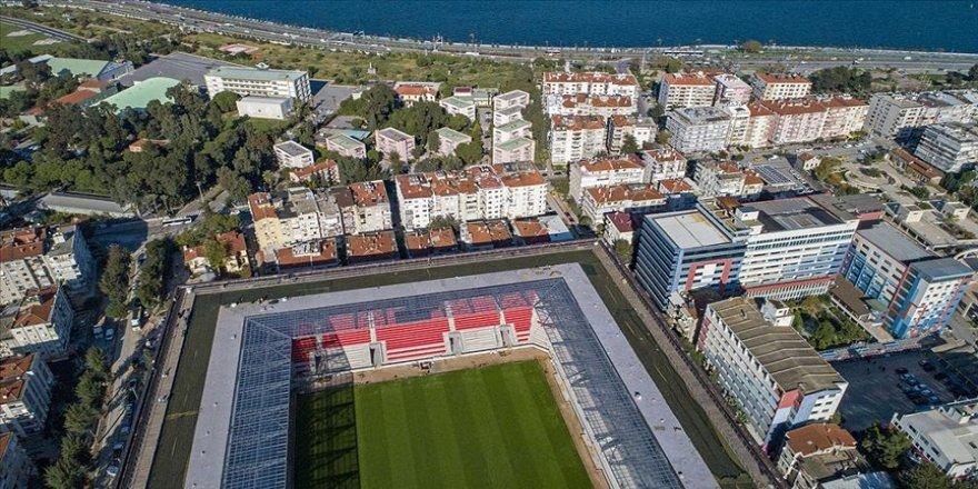 Göztepe'nin 'Koca Kaptanı' Gürsel Aksel