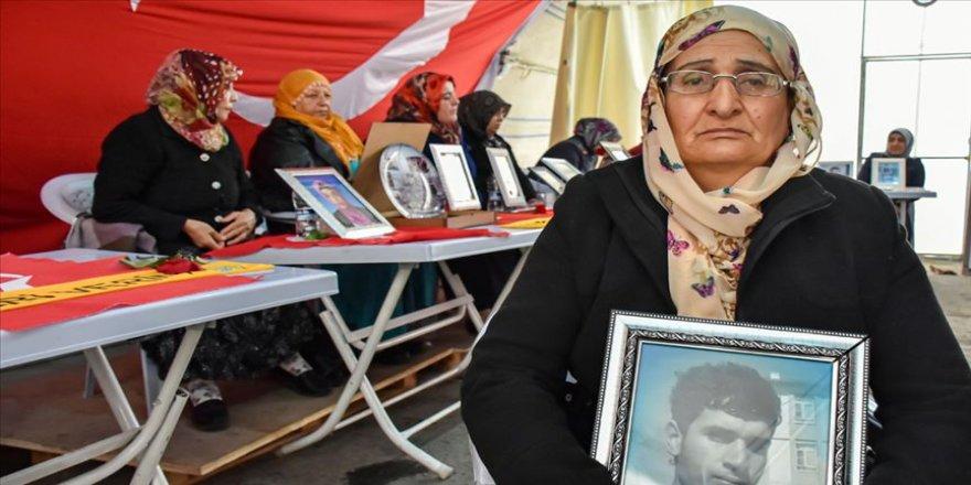 Diyarbakır annelerinin oturma eylemine bir anne daha katıldı