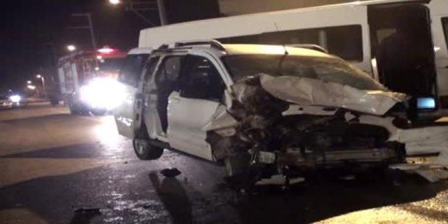 Darıca'da feci kaza ! 11 kişi yaralandı