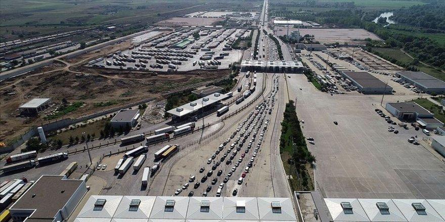Kara sınır kapılarından geçen yıl 27,6 milyon yolcu, 7,6 milyon araç geçti