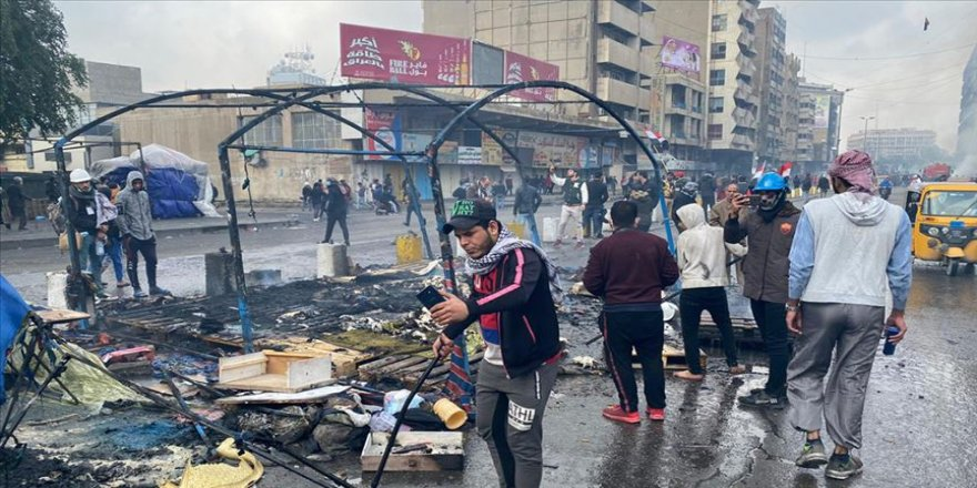 Irak güvenlik güçleri, göstericilerin kalesi Tahrir'deki eylem çadırlarını yaktı