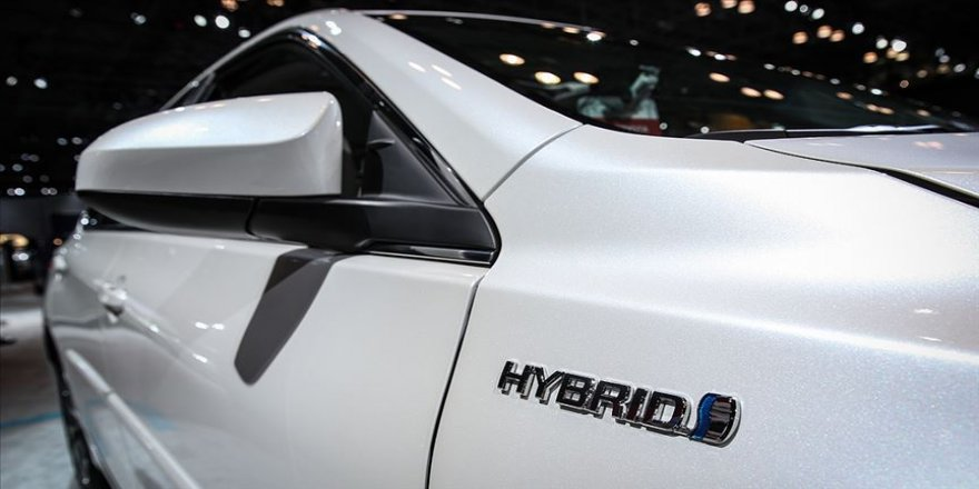 İngiltere'de hibrit dahil fosil yakıtla çalışan araçların satışı 2035'e çekildi